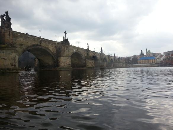 Karlsbron sedd från Vltava.